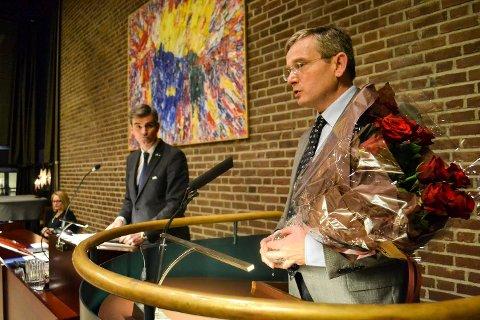 MER ENN BLOMSTER: Rådmann Gisle Dahn har tidligere fått blomster av ordfører Bjørn Ole Gleditsch og resten av bystyret i Sandefjord som takk for godt budsjettarbeid. Når han slutter som rådmann ved nyttår får han med seg en lukrativ pensjonsavtale.