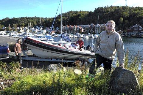 SJØSATTE NY BÅT: Kjell Atle Kjønnø, båtleder i Sandefjord Røde Kors.