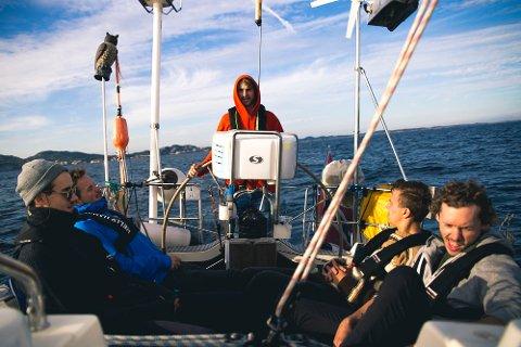 UT FRA SANDEFJORD: I TV-serien Bøkketlista forsøker fem ungdommer å gjennomføre en drøm om å krysse havet i seilbåt.