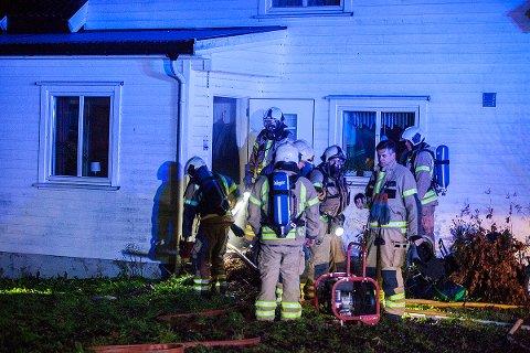 BRANN: Det begynte å brenne i et hus i Romsveien natt til tirsdag. En person ble sendt til legevakt.