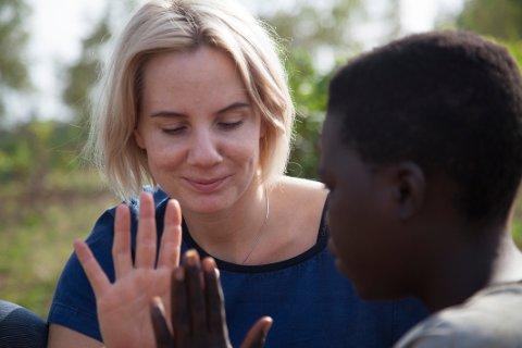 I RWANDA: Ina Wroldsen bodde ti dager i en landsby i Rwanda. Det har forandret henne for livet, forteller hun.