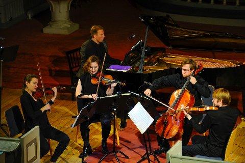 De som trosset det voldsomme snøværet lørdag kveld og kom seg til kirken, fikk med seg en fantastisk konsertopplevelse.