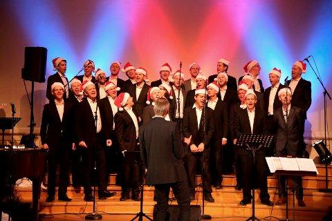 Luke 21: Mannskoret Sønner av Døtre skal synge for full hals ved Torvet i Sandefjord onsdag 21 desember kl. 17:30.