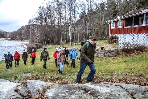 KYSTSTI: Erik Bryn Tvedt i Turistforeningen ønsker merket kyststi på Østerøy mot Mefjorden fra Namløs til Eian. Dette er nord for Berganodden.