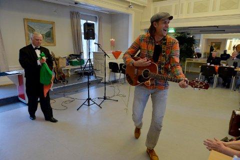 Både Bjørn Haldorsen (til venstre) og Elling Hem har vært med på juleshow for rusavhengige på Herredshuset flere ganger. Fredag 9. drsember er det klart for nytt show.