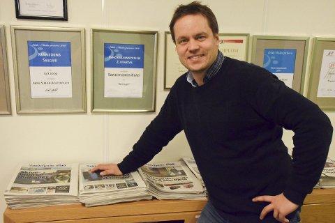 Følger utviklingen: Redaktør Steinar Ulrichsen er veldig fornøyd med at flere velger å abonnere på Sandefjords Blad. De siste 12 månedene har antallet abonnenter økt med 0,4 prosent. Foto: Morten Fredheim Solberg