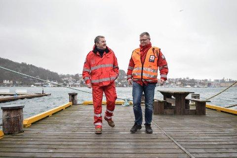 Søker brakke: Kjell Atle Kjønnø (t.v.) og Freddy Rossing i Sandefjord Røde Kors.