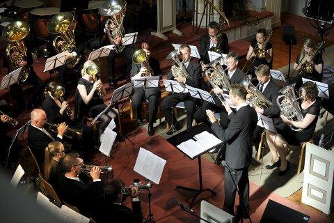 KONKURRERER: Sandefjord Brass Symposium deltar i helga i brass-NM i Bergen. Her fra en konsert i Sandefjord kirke.
