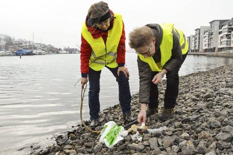 Plukker ofte: Gyrid Hasaas (t.v.) og Kirsti Opstad er stadig på plukketur i Kilen-området. På ett år har de plukket 115 antall sekker plast her. Alle foto: Kristin Bjørntvedt