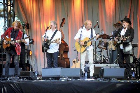 FOR TREDJE GANG: Gitarkameratene tar med seg musikalske venner til Midtåsen i år også.