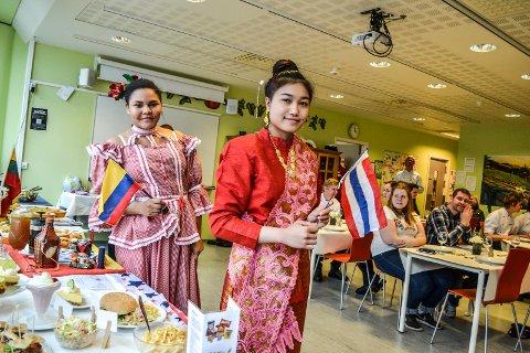Internasjonal matdag ved SVGS. Shania Sanchez (til venstre) og Apinya Meeboonmak.