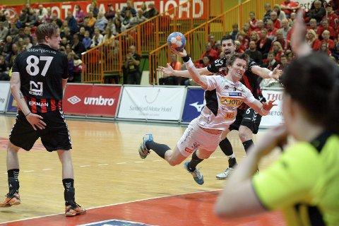 Usikker:  Frank Løke avsluttet håndballkarrieren hjemme på Runar. Arkivfoto: Atle Møller