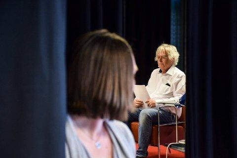 Dag Solstads om sitt litterære forhold til Sandefjord i bibilioteket. Sigurd Ohrem innledet.