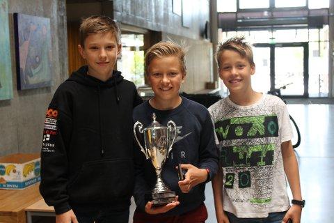 Vinnere av NAF Vandrepokal. Fra venstre: Martin Lundquist, Albert Haukom og Martin Haugelie. Foto: PRIVAT