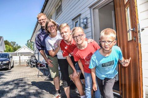 NY HVERDAG: Familien Andersson er tilbake i Norge etter 14 år i Mongolia. Bakerst og fram: Bertil Andersson (42), Gunn (45), Benjamin (14), Rebecca (10) og Jonatan (8).