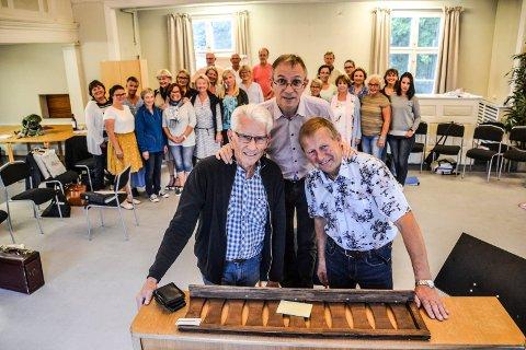 VALEN-KORET: Dirigent Goy Poupart kan friste med godt miljø og høyt nivå. Men han trenger flere mannsstemmer i tillegg til blant andre Kåre Wilhelm Pedersen (til venstre) og Stein Johannessen.