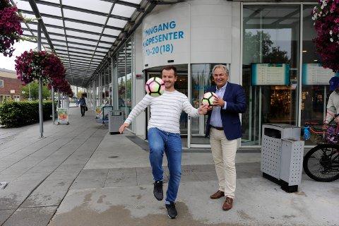 TELLER NED: Paul Amundsen (Flakes Management) og Geir Ellefsen (senterleder ved Hvaltorvet) gleder seg til en ny Bycup utenfor Hvaltorvet.