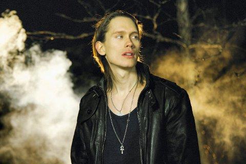 NÅ BLIR HAN VIKING: Under artistnavnet PelleK har Per Fredrik Åsly nådd over 2,5 millioner følgere på YouTube. Nå markerer musikeren seg også stadig sterkere som skuespiller, og har sikret seg en rolle i neste sesong av «Vikings». (Pressefoto)