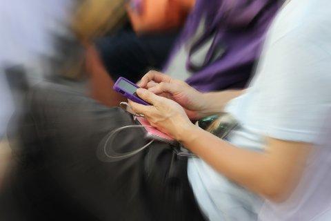 ØKENDE TREND: Barn og unge tar oftere bilder og filmer i private, seksuelle situasjoner. Noen ganger ender de opp hos uvedkommende. Illustrasjonsfoto: Colourbox