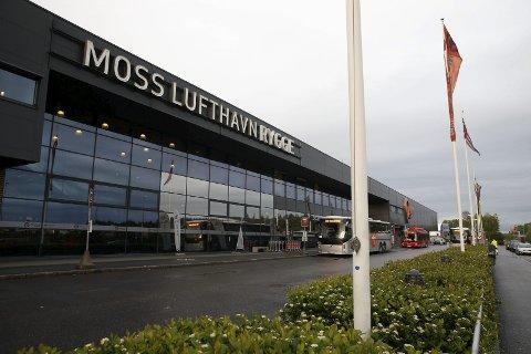 STENGER: Moss lufthavn Rygge stenger 1. november. Men det skal fortsatt være beredskap der – blant annet for Forsvaret. FOTO: NTB scanpix