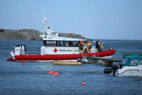 LETEAKSJON: Frivillige fra Tjøme og Hvasser Røde Kors Hjelpekorps deltok i søket i Sandefjord torsdag kveld.