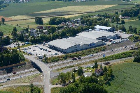 Byggmakker Handel AS har avtalt å kjøpe Carlsen Fritzøe Handel AS.