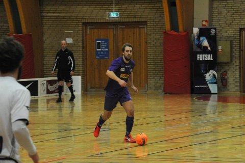GOD KAMP: Martin Christiansen og lagkameratene på Sandefjord Futsal slo Vegakameratene søndag. Arkivfoto: Erik Andreassen