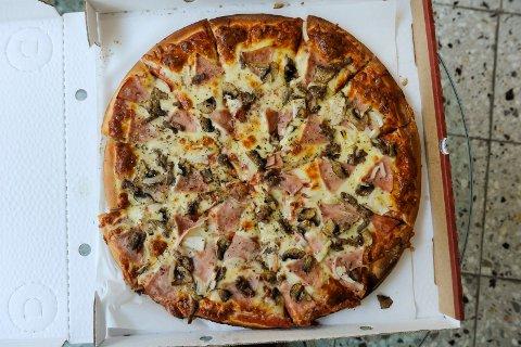 FRESH PIZZA: Denne pizzaen får du ikke kjøpt mer. Bildet er tatt i forbindelse med Sandefjords Blads pizzatest i fjor.