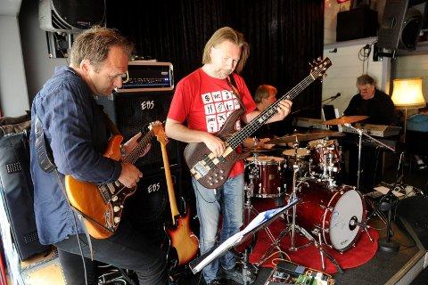 SAMSPILLENDE BRØDRE: Hans (t.v.) og Per Mathisen har spilt sammen med Erik Smith og Haakon Graf på Draaben før, blant annet i juli 2015.