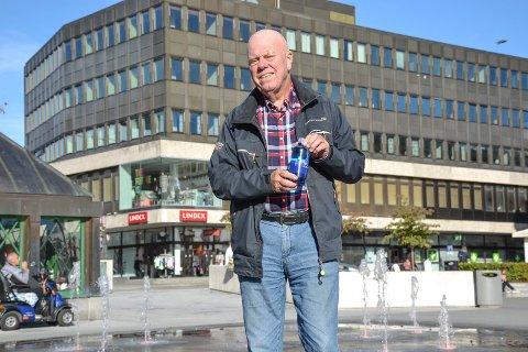 OPPFINNER: – Jeg sjeleglad for at vi har kommet i produksjon. Det er belønning nok i seg selv. Og om det blir bevist at vannet har helsemessig effekt, er det en ytterligere belønning, sier Tore Audunson (78) om sitt oksygenrike og patenterte flaskevann.