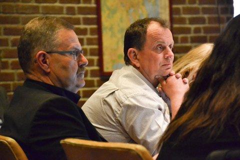 TILLIT: – Spørsmålet om tillit mellom ordfører og rådmann vil nok være avgjørende for vår stemmegivning i kommunestyret, sier Sp-gruppeleder Bjarne Sommerstad. T.v. FrPs Harry Gran.