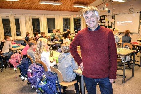 STORE BERGAN: På 3. trinn ved Store Bergan skole er det to klasser med 29 og 27 elever. Neste år ser rektor Gunnar Straand fram til å få flere lærere.