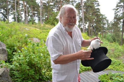 SYK: Illusjonisten og tryllekunstneren Tore Torell fra Sandefjord trodde han var blitt frisk, men kreften på spiserøret kom tilbake.
