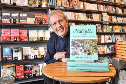 POPULÆR: På tre år har Øystein Rismyhr (64) gitt ut tre lokalhistoriske bøker. Bind fire nærmer seg ferdigstilling og han har ingen planer om å gi seg.