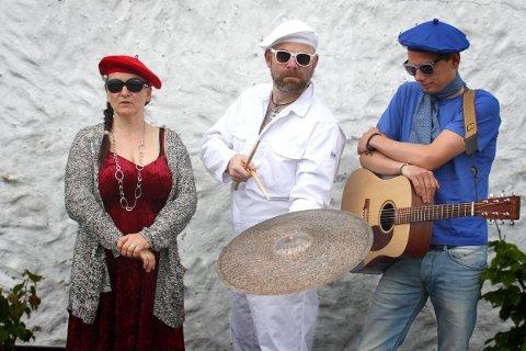 «Le TrieauX»: Bak luke 19 venter denne trioen på å gi deg en alternativ, morsom og rocka musikkopplevelse utenfor Dressmann i Kongens gate klokka 18. Fra venstre ser vi Madame Rouge - le petit Lucille Fou Fou, Monsieur Blanc - Pierre Lavendel og Monsieur Bleu - le GeuX Simuloën.