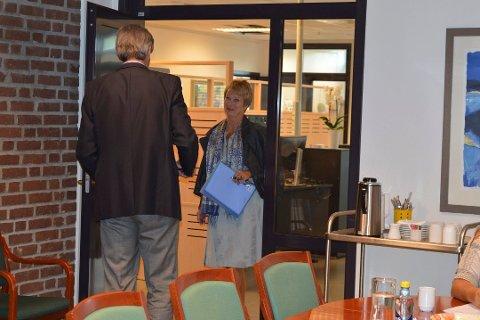 Det blir ikke flere møter med Gleditsch og Grindaker til stede. Nå forhandler de to advokatene direkte seg imellom. Dette bildet er tatt på ordførerkontoret 30. august.