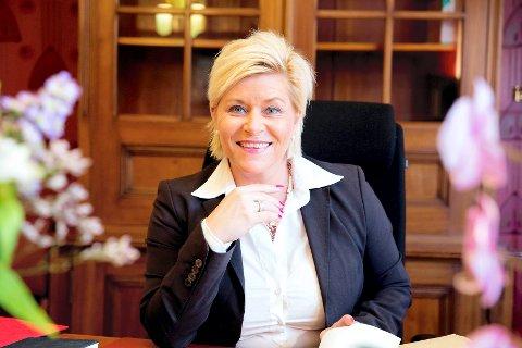 HAR FÅTT BREV: Finansminister Siv Jensen (Frp) blir av fylkesordfører Rune Hogsnes (H) bedt om å gå tilbake til start i prosessen rundt nytt skattekontor i Sandefjord.