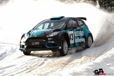 STOR FART: Oddbjørn Røed og Haakon Sande sikret seieren i Flesberg Rallysprint i helgen.