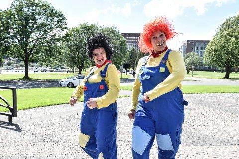 NÅ LAGER DE SKRANGLEKONSERT: Mari Kjølstad og Dorina Eldøy-Iversen som Karius og Baktus under oppsetningen i Fon-teltet sommeren 2016. I mars, april og mai inviterer de til musikalsk moro i kulturhuset Rukla.