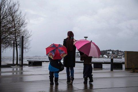 UKAS VÆR: Vent deg alt fra opphold, regn, sludd, snø og sol i løpet av uka. Det verste været gir seg onsdag. Deretter blir det bedre. Arkivfoto: Lise Reng