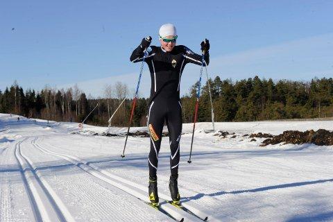 TOPPIDRETT OG MOSJONISTER: Runar-gutten Stian Christoffersen var blant dem som holdt stor fart i Storås-løypene torsdag.