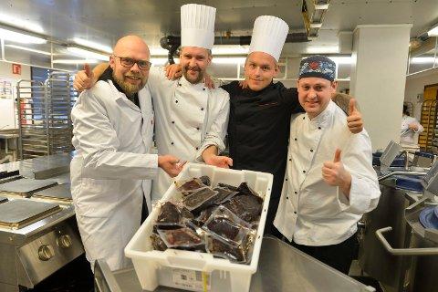 Nygård bo- og behandlingssenter fikk  250 kilo gratis hvalkjøtt. f.v:Kjøkkensjef Erlend Eliassen, Stein Marius Larsen, Glenn Tommy Hvorup og Edgar Holms Evensen.