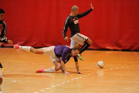 TUNGT: Martin Christiansen og lagkameratene i Sandefjord Futsal innehar syvendeplassen i eliteserien etter 13 kamper. I fjor vant de. ARKIVFOTO: PER LANGEVEI