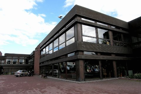 ÅPEN SCENE: Sandefjord bibliotek inviterer til musikk og poesikveld, og oppfordrer deg til å melde deg på.