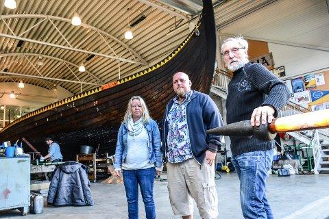 BÅTLAG: Thomas Ekenes (i midten) er leder i Båtlaget Gaia. Her er han sammen med nestleder Anne Gunn Roos Auve og kasserer Dagfinn Rustad.