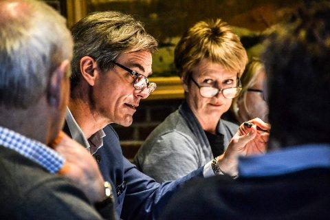 VANSKELIG SAK: Ordfører Bjørn Ole Gleditsch (H) synes varslersaken med rådmann Gudrun Grindaker er vanskelig. Han poengterer at både rådmannen og den som varslet på henne fortsatt er i jobb.