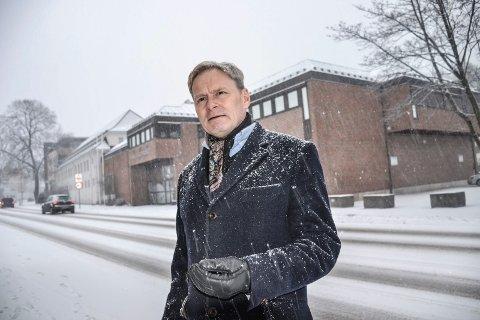 DIREKTØR: Nils Anker ved Vestfoldmuseene opplever en sterk politisk vilje til finansiere utbyggingen av Hvalfangstmuseet (i bakgrunnen).