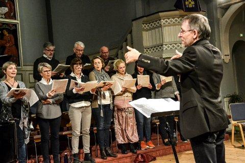 VALEN-KORET: Dirigent Guy Poupart sa takk for seg. Kombinert med dårlig rekruttering var det spikeren i kista for det tradisjonsrike koret.