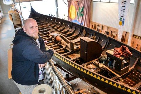 BÅTLAG: Thomas Ekenes, leder i båtlaget Gaia, antar at sjøsettingen blir fredag eller mandag.