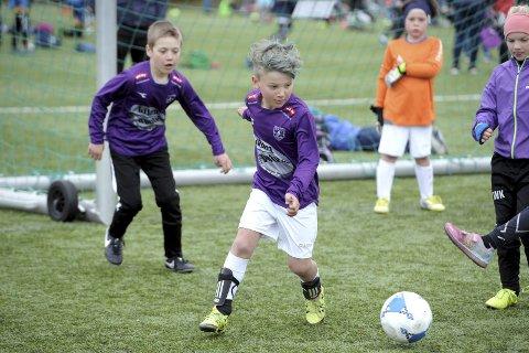 LEDIGE PLASSER: Skolecupen i fotball har plass til flere lag. Luca Sæther Holmedal fra Gokstad skole var blant fjorårets cupdeltakere.